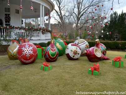 70 Awesome Farmhouse Style Exterior Christmas Lights Decorations (4)