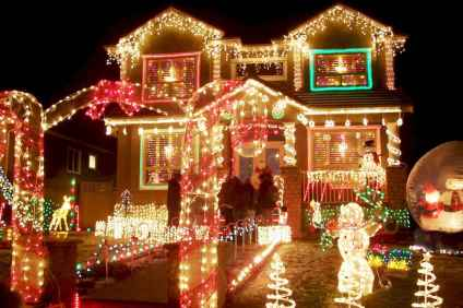 70 Awesome Farmhouse Style Exterior Christmas Lights Decorations (47)