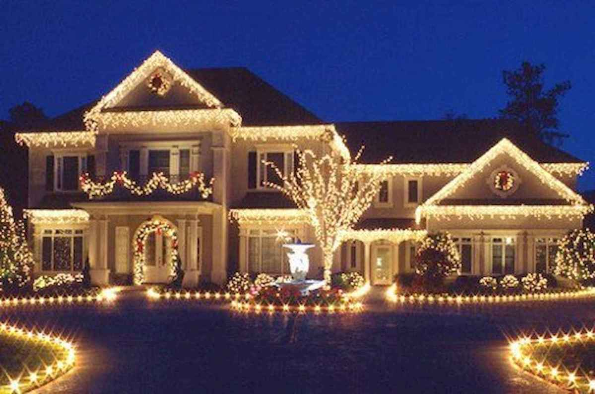 70 Awesome Farmhouse Style Exterior Christmas Lights Decorations (50)