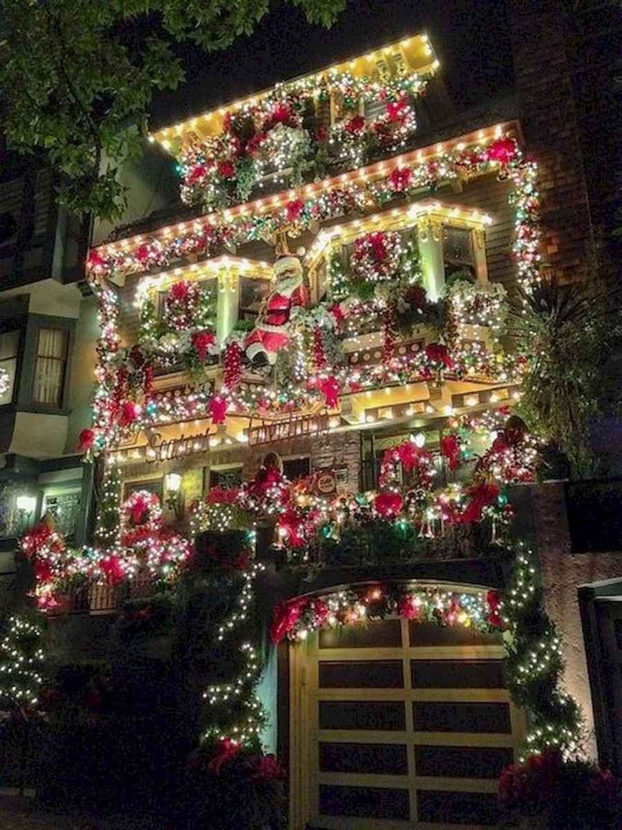 70 Awesome Farmhouse Style Exterior Christmas Lights Decorations (54)