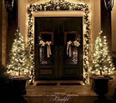 70 Awesome Farmhouse Style Exterior Christmas Lights Decorations (56)