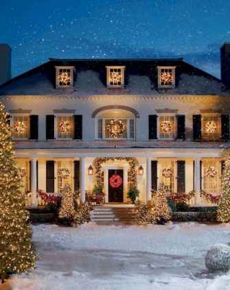 70 Awesome Farmhouse Style Exterior Christmas Lights Decorations (65)