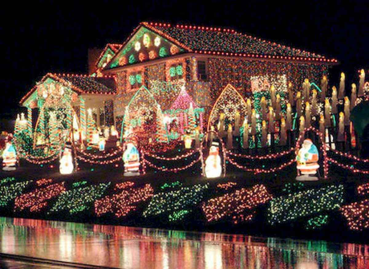 70 Awesome Farmhouse Style Exterior Christmas Lights Decorations (68)