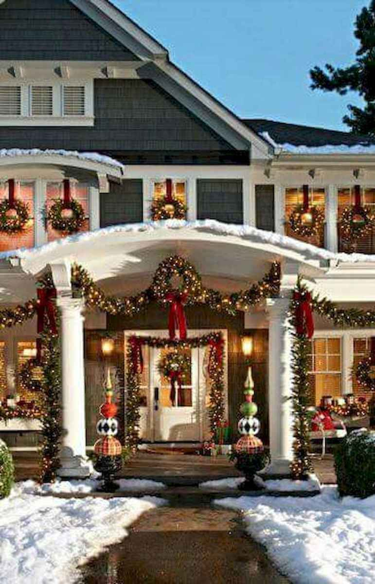 70 Awesome Farmhouse Style Exterior Christmas Lights Decorations (9)