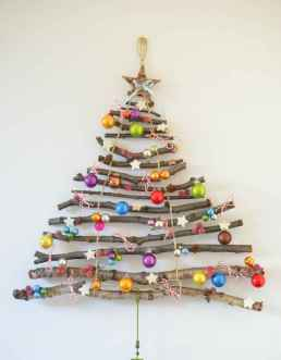 16 Christmas Decorations Ideas For First Apartment (13)