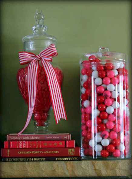 30 Cheap And Easy Valentines Apartment Decorations On A Budget (22)