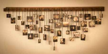 40 DIY Family Photos Display Ideas For Apartment Decor (25)
