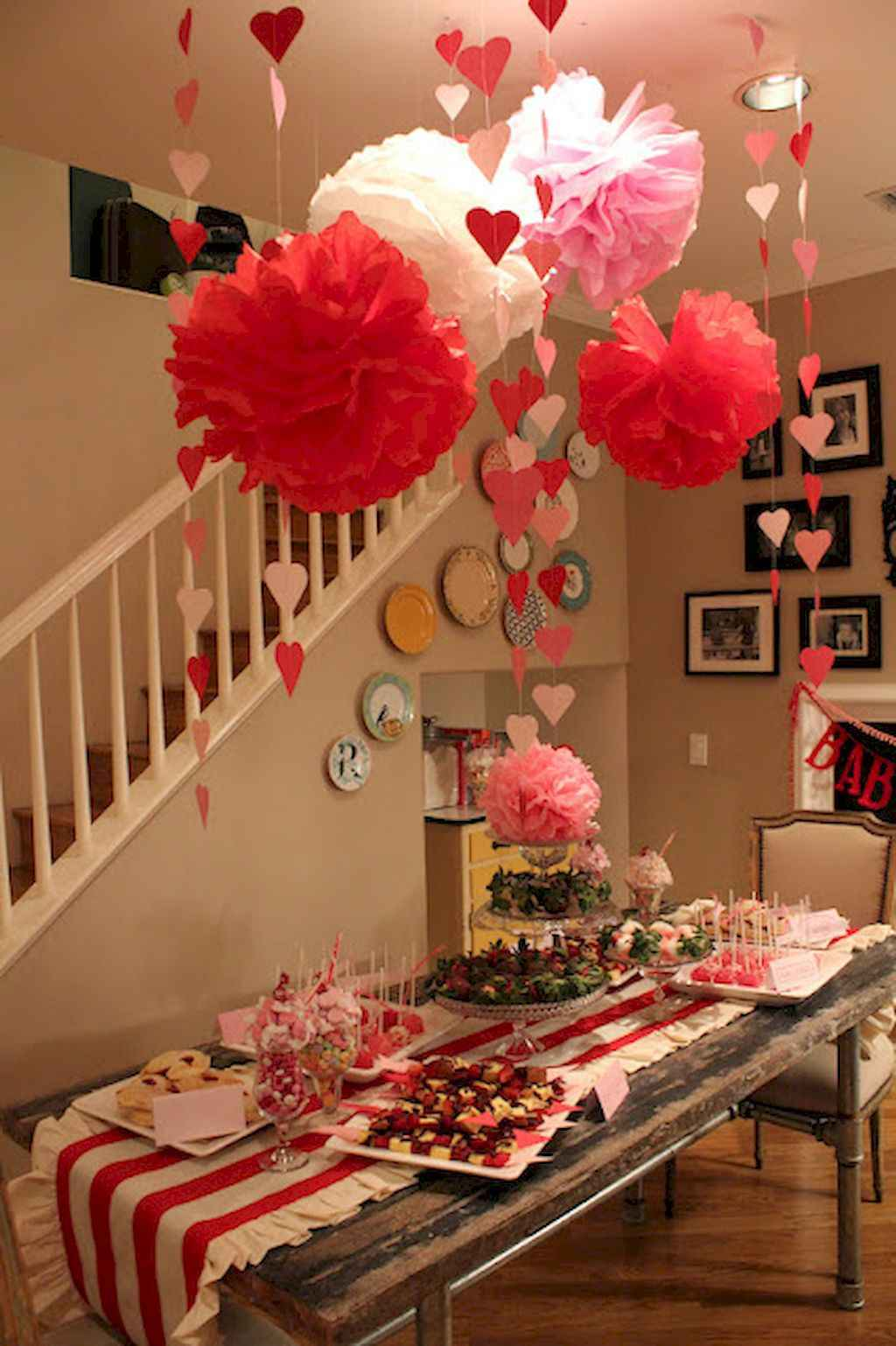 44 Romantic Valentines Party Decor Ideas (26)