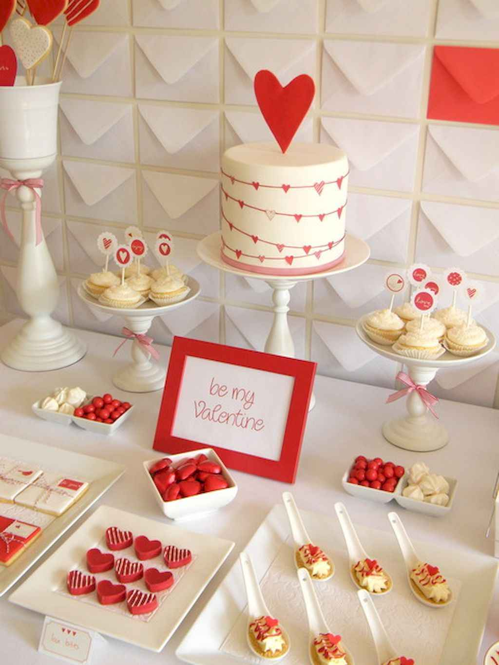 44 Romantic Valentines Party Decor Ideas (9)