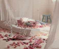 50 Romantic Valentine Bedroom Decor Ideas (36)