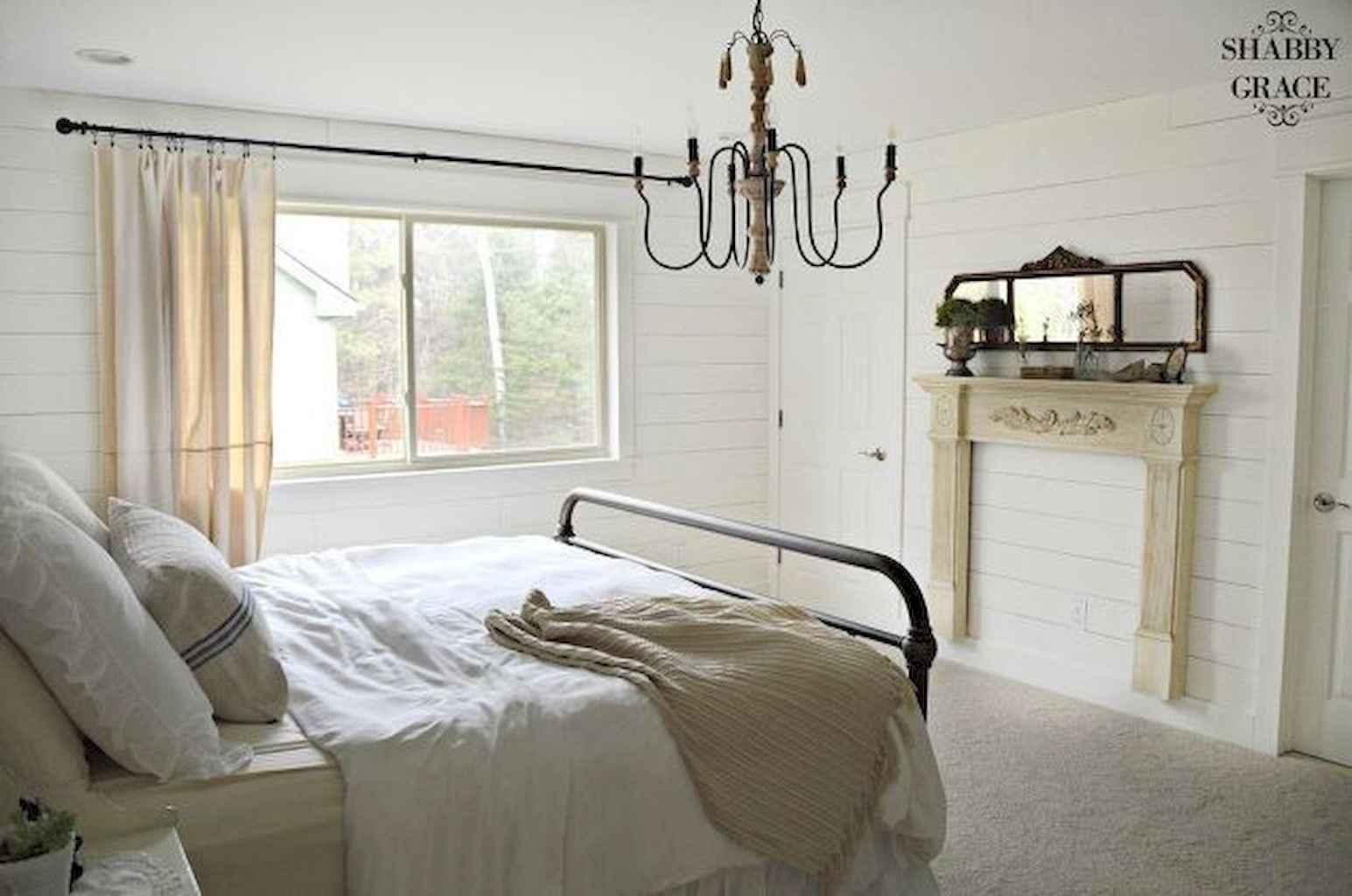 100 Stunning Farmhouse Master Bedroom Decor Ideas (39)