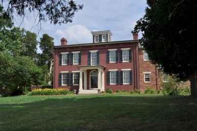 80 Amazing Plantation Homes Farmhouse Design Ideas (25)