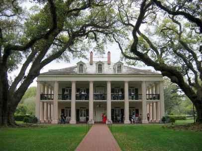 80 Amazing Plantation Homes Farmhouse Design Ideas (37)