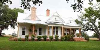 80 Amazing Plantation Homes Farmhouse Design Ideas (48)