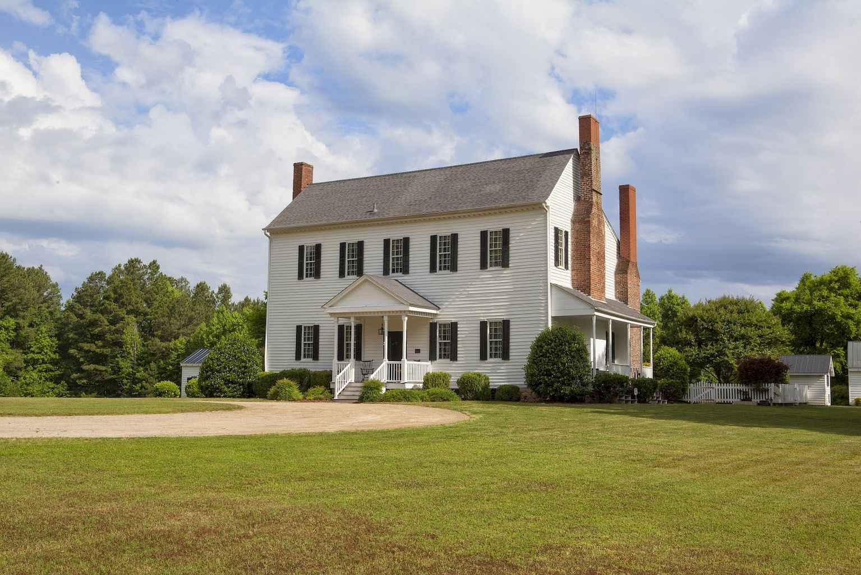 80 Amazing Plantation Homes Farmhouse Design Ideas (54)