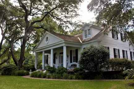 80 Amazing Plantation Homes Farmhouse Design Ideas (66)