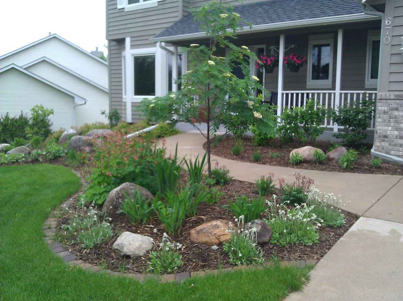 35 Beautiful Frontyard Landscaping Design Ideas and Remodel (15)