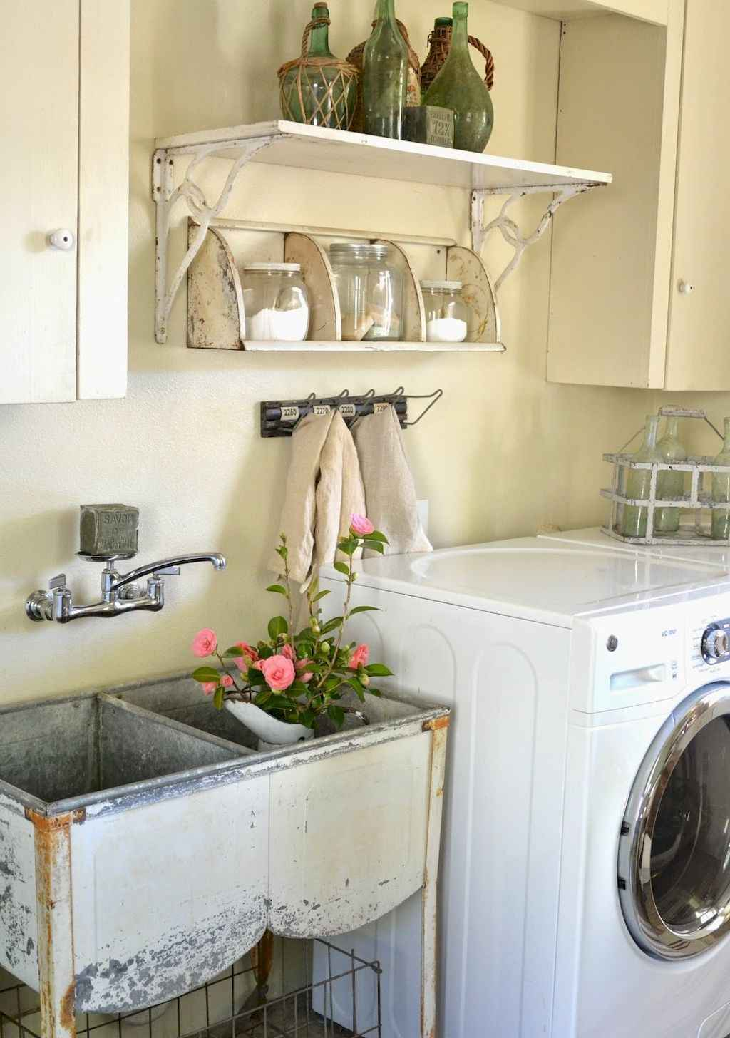 45 Rustic Farmhouse Laundry Room Design Ideas and Makeover (8)