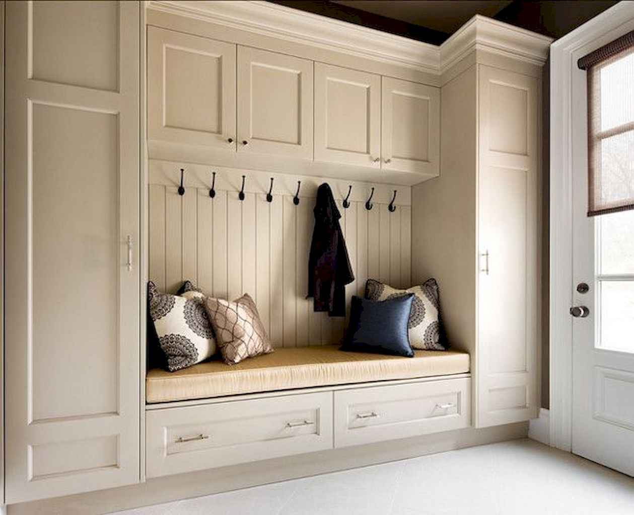 65 Cool Mudroom Design Ideas and Remodel (24)