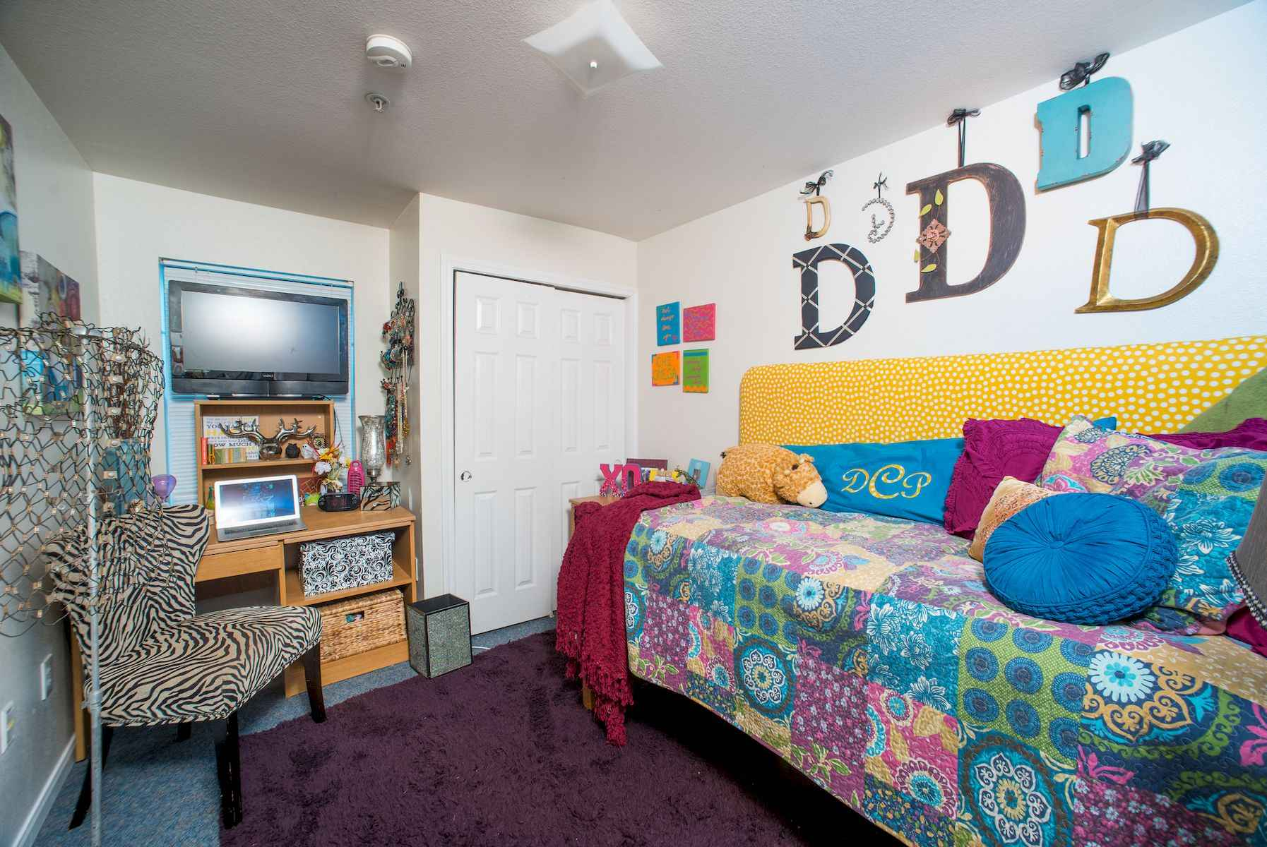 60 Gorgeous College Dorm Room Decorating Ideas And Makeover (26)