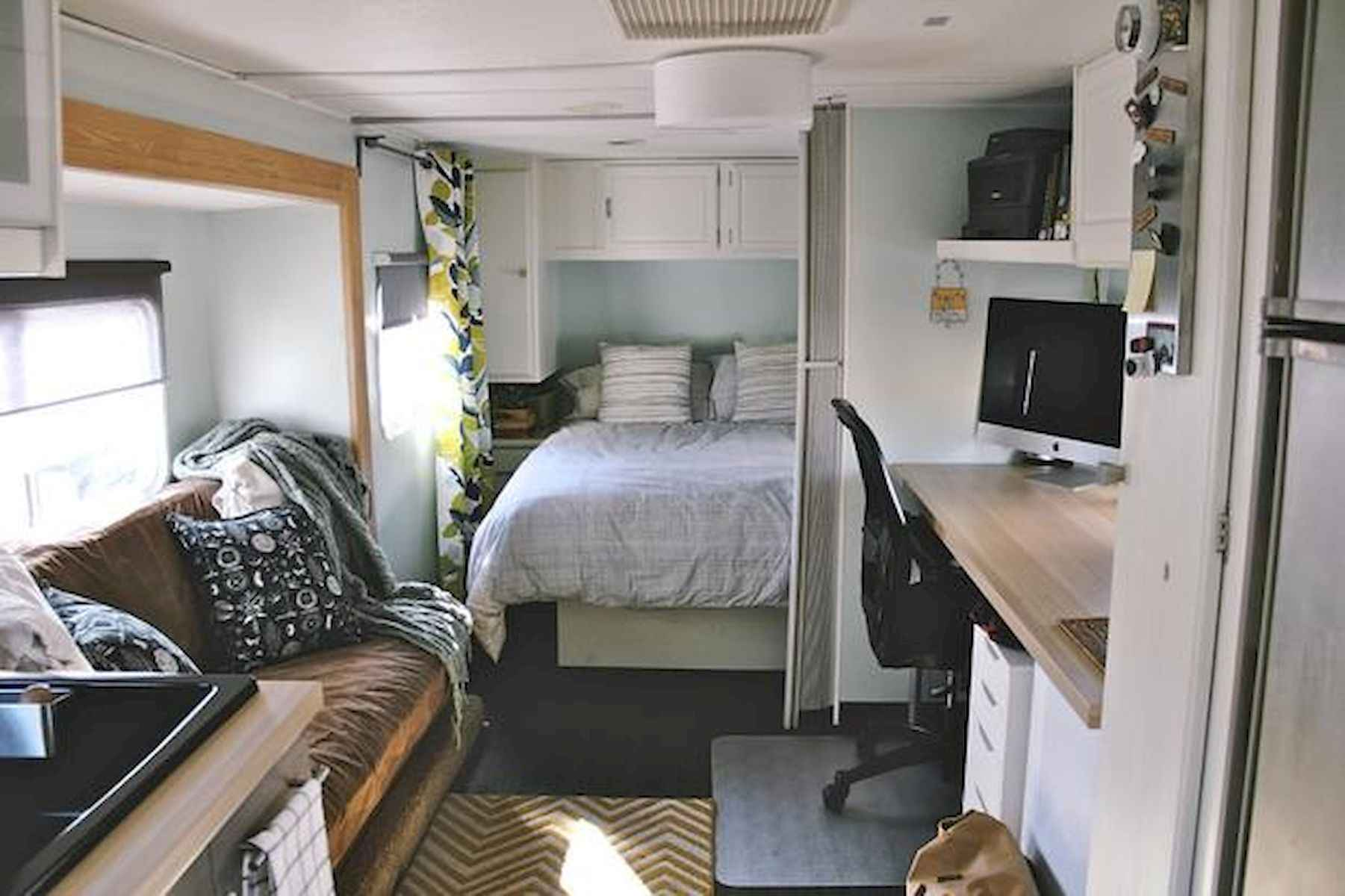 70 Stunning RV Living Camper Room Ideas Decorations Make Your Summer Awesome (22)
