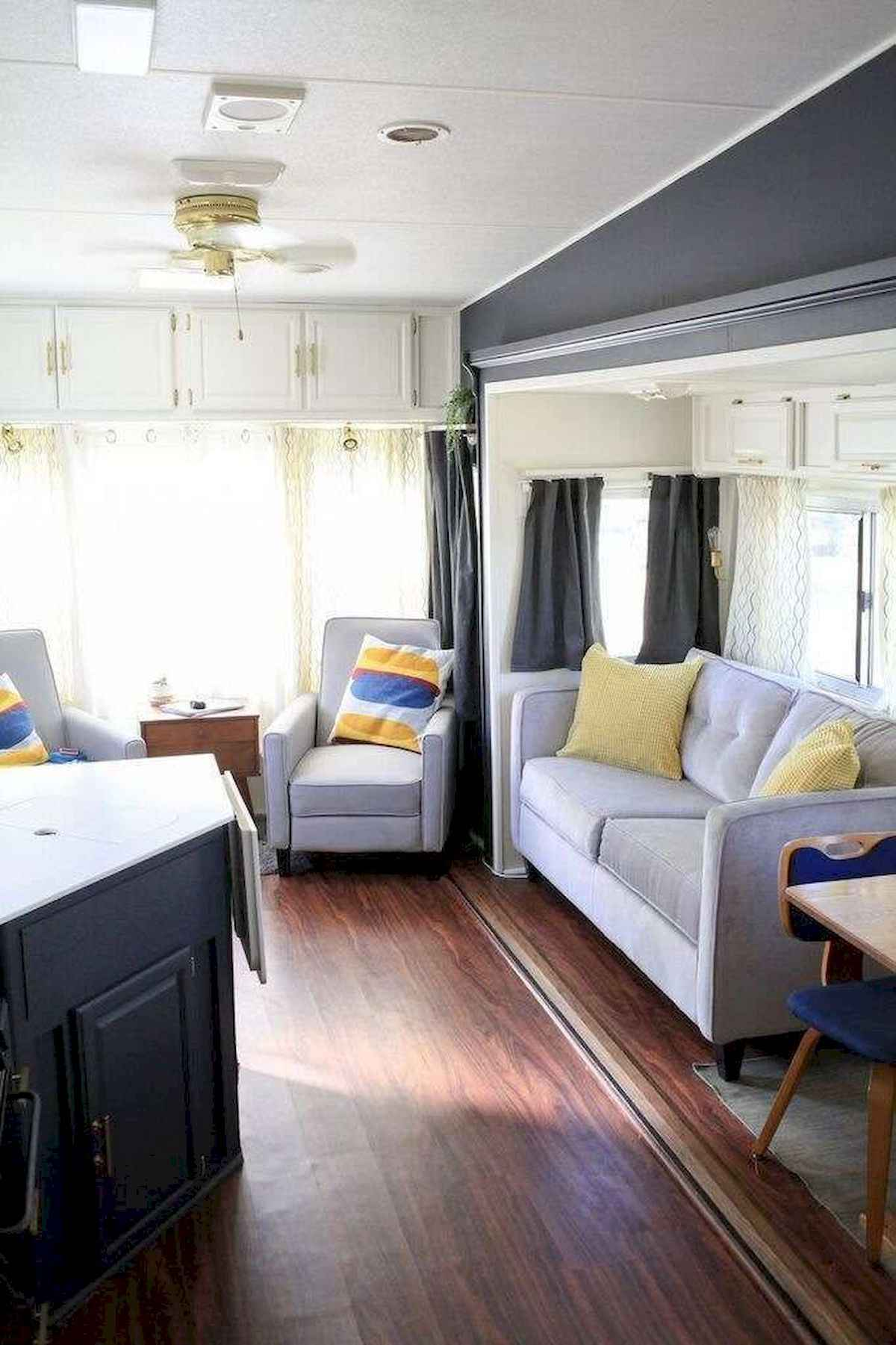 70 Stunning RV Living Camper Room Ideas Decorations Make Your Summer Awesome (34)