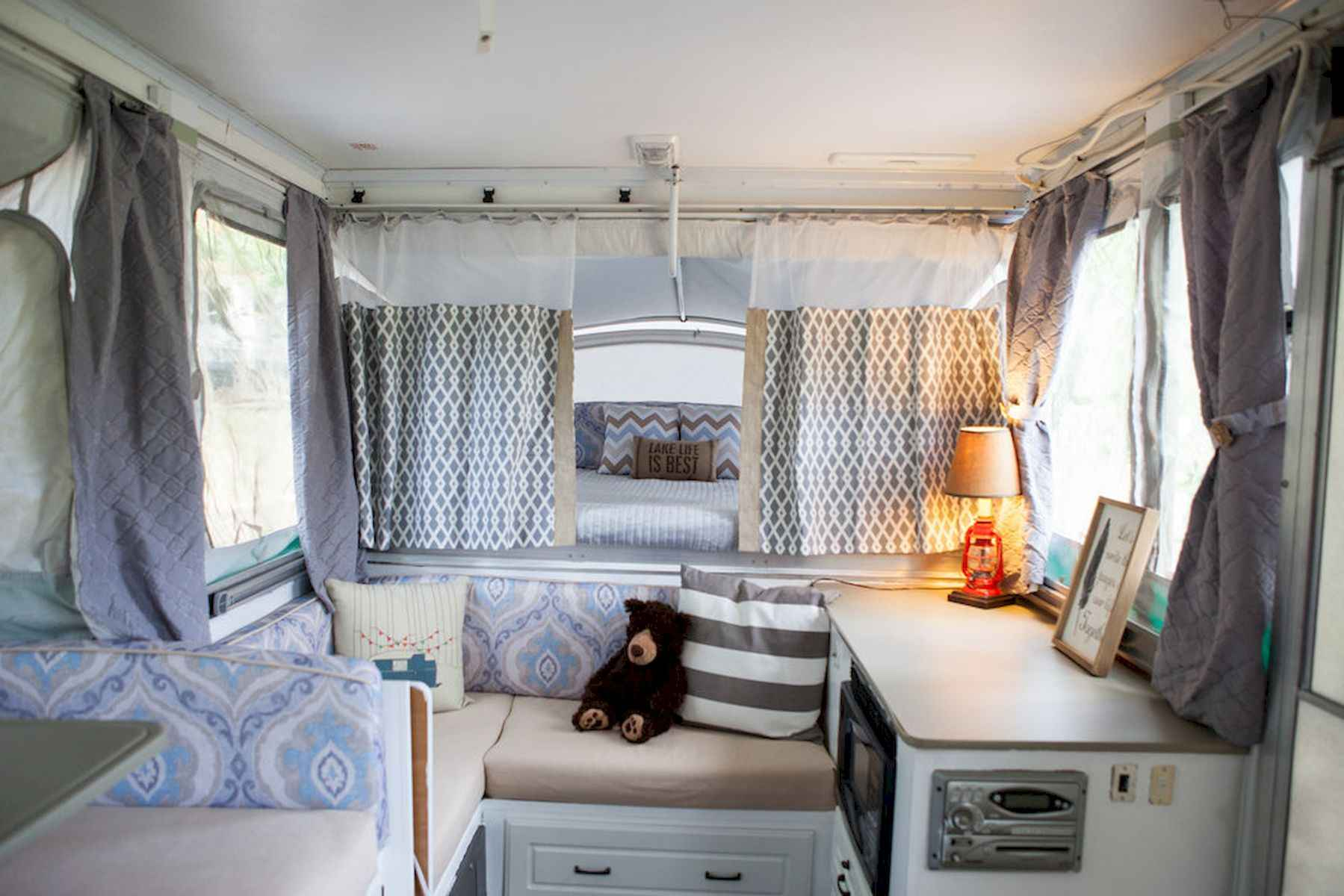 70 Stunning RV Living Camper Room Ideas Decorations Make Your Summer Awesome (62)