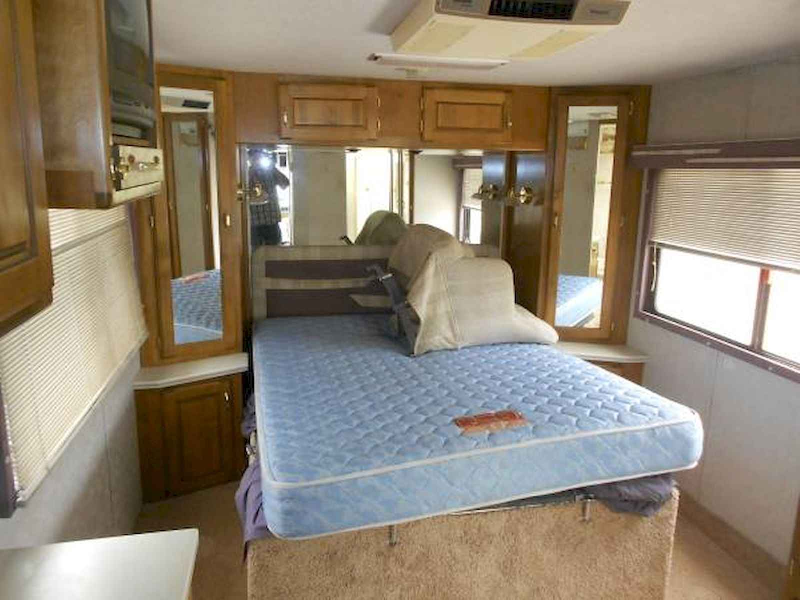 70 Stunning RV Living Camper Room Ideas Decorations Make Your Summer Awesome (64)
