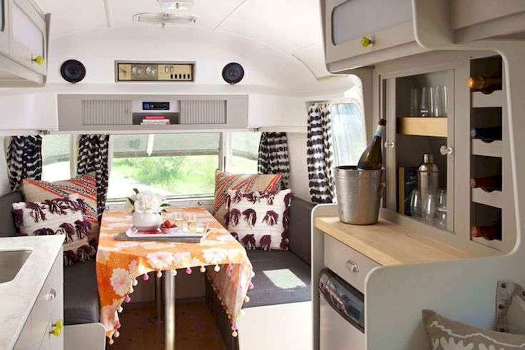 70 Stunning RV Living Camper Room Ideas Decorations Make Your Summer Awesome (66)