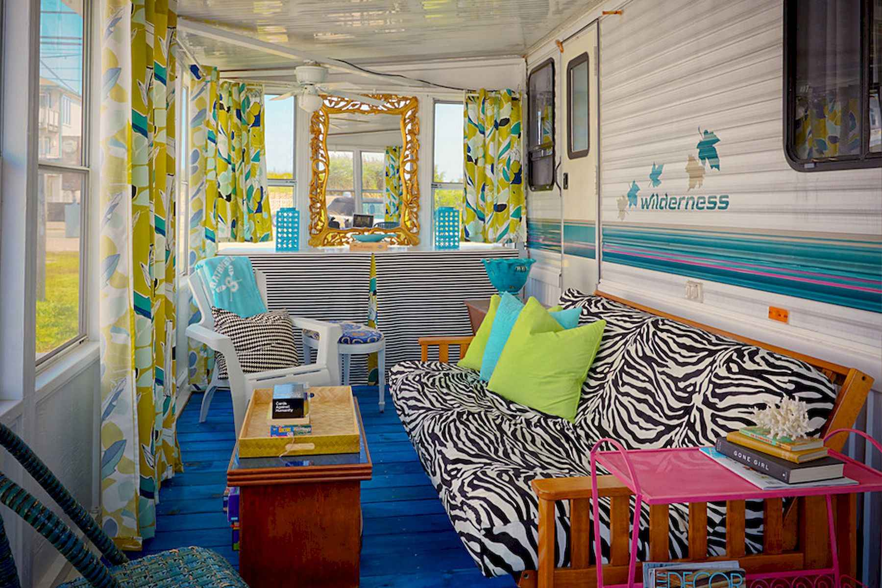 70 Stunning RV Living Camper Room Ideas Decorations Make Your Summer Awesome (70)