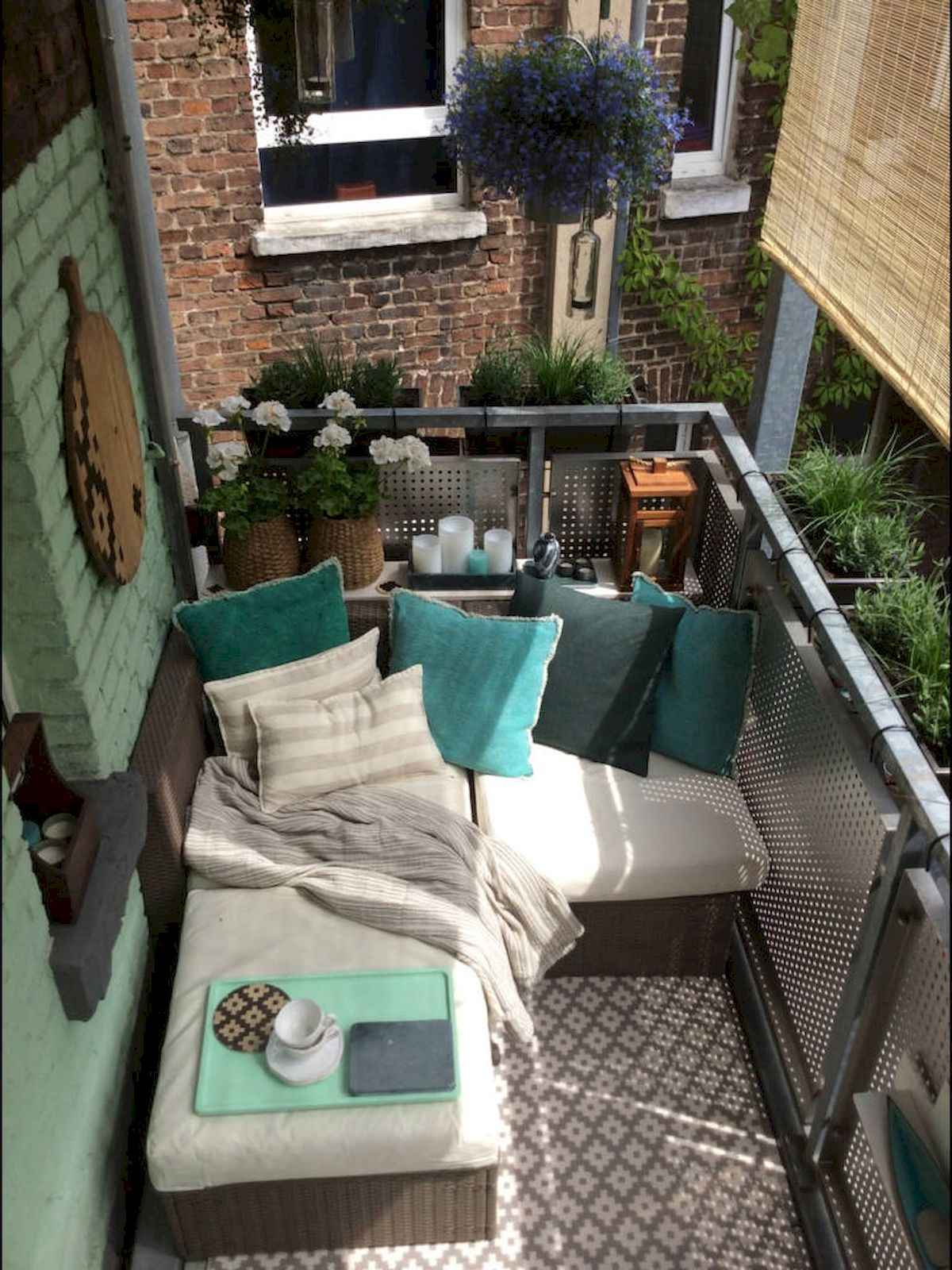 80 Small Apartment Balcony Decor Ideas And Makeover (31)