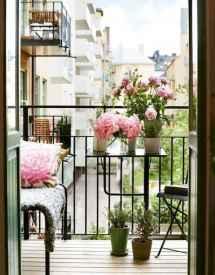 80 Small Apartment Balcony Decor Ideas And Makeover (74)