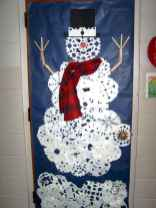 40 Creative DIY Christmas Door Decorations For Home And School (10)