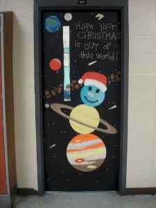 40 Creative DIY Christmas Door Decorations For Home And School (19)