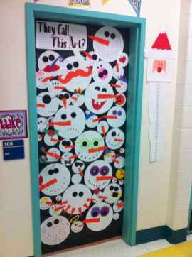 40 Creative DIY Christmas Door Decorations For Home And School (41)