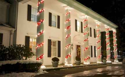 50 Creative Christmas Front Porch Decor Ideas And Design (32)