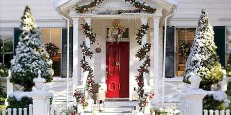 50 Creative Christmas Front Porch Decor Ideas And Makeover (16)