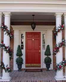 50 Creative Christmas Front Porch Decor Ideas And Makeover (23)