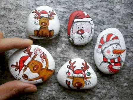 50 Creative DIY Christmas Painted Rock Design Ideas (24)