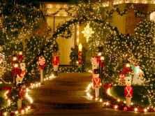 50 Creative Outdoor Christmas Decor Ideas And Makeover (39)