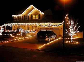 50 Creative Outdoor Christmas Decor Ideas And Makeover (41)