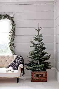 60 Creative Farmhouse Christmas Decorating Ideas And Makeover (2)