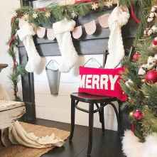 60 Creative Farmhouse Christmas Decorating Ideas And Makeover (22)
