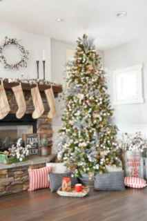 60 Creative Farmhouse Christmas Decorating Ideas And Makeover (31)