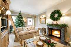 60 Creative Farmhouse Christmas Decorating Ideas And Makeover (38)