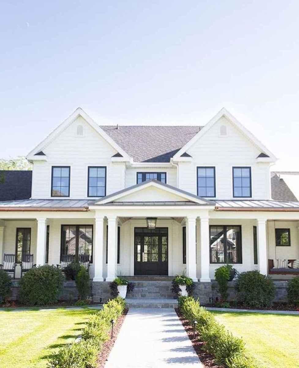 40 Stunning White Farmhouse Exterior Design Ideas (18)