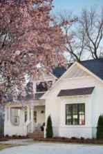 40 Stunning White Farmhouse Exterior Design Ideas (26)