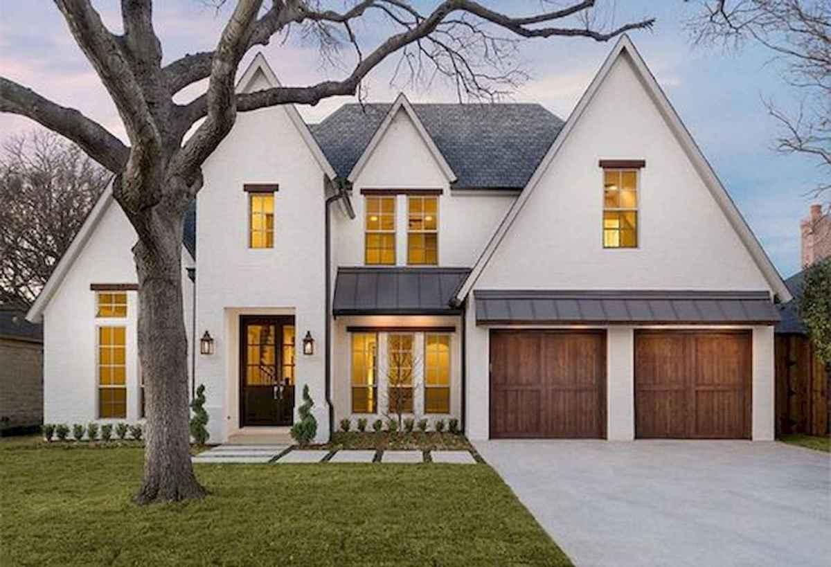 40 Stunning White Farmhouse Exterior Design Ideas (27)