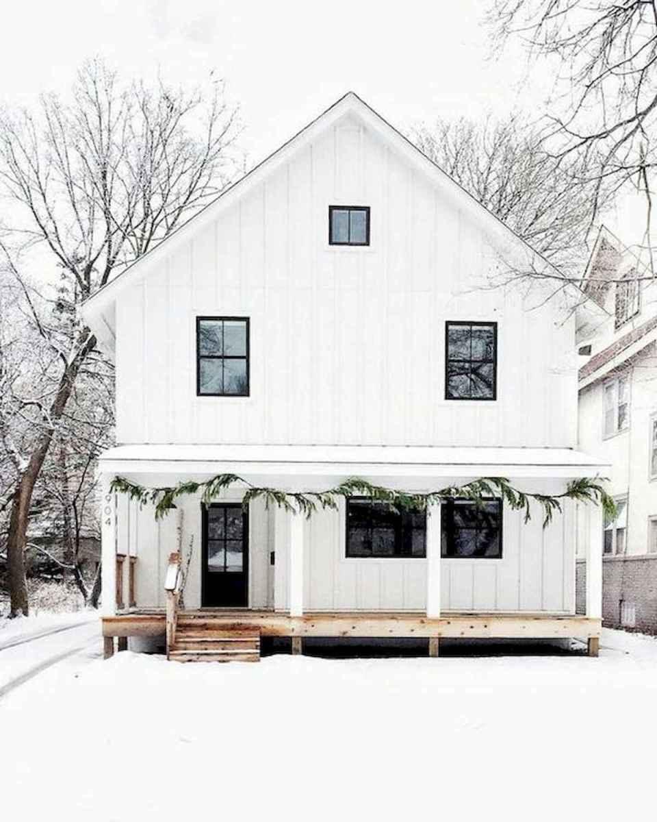 40 Stunning White Farmhouse Exterior Design Ideas (3)
