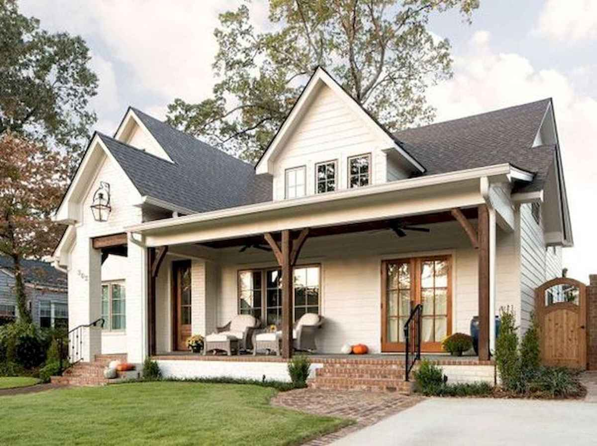 40 Stunning White Farmhouse Exterior Design Ideas (32)